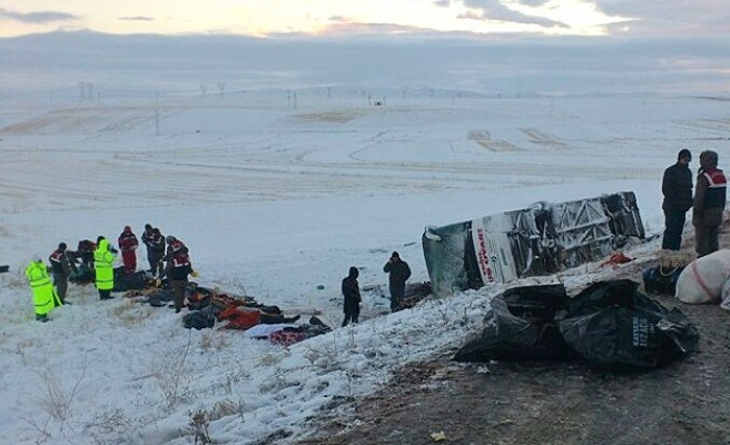 At least 20 killed in bus crash in central Turkey