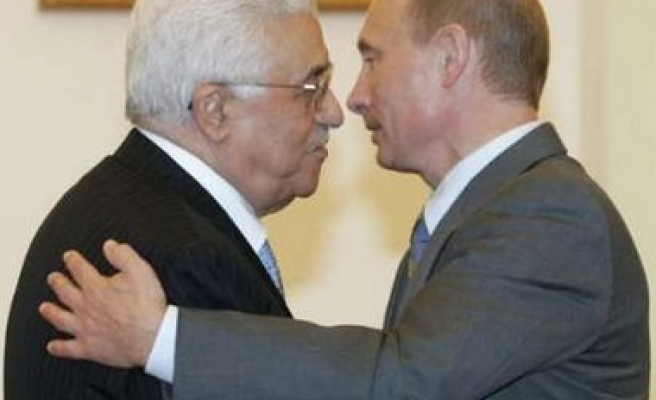 Putin promises Abbas armoured vehicles, support