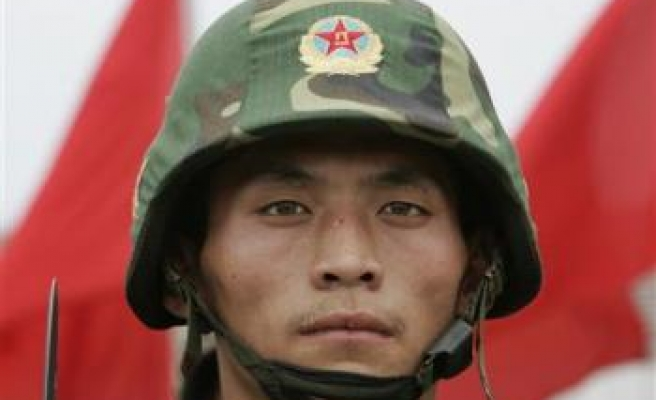 China offers war movie clips to mobile phone users