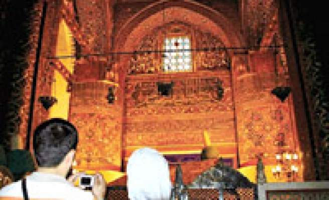 Turkish ministry bans pictures inside Mevlana Museum