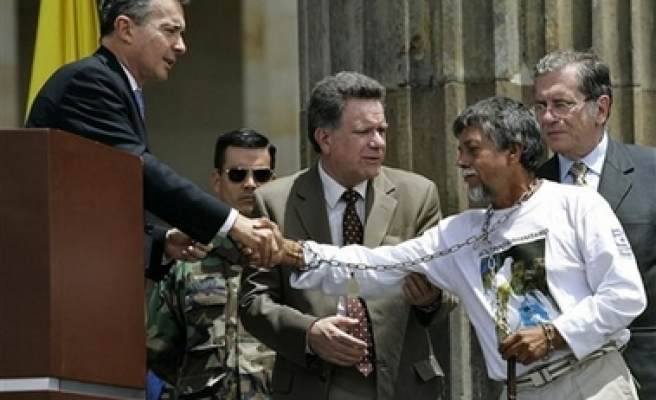 Colombia's president offers to negotiate with FARC