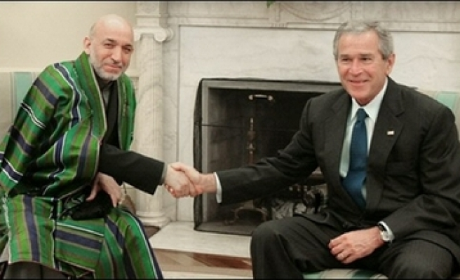 Karzai leaves for U.S. amid hostage crisis