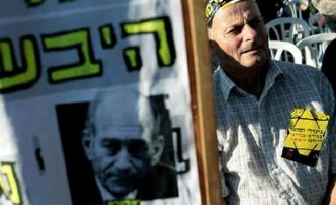 Holocaust survivors protest Olmert