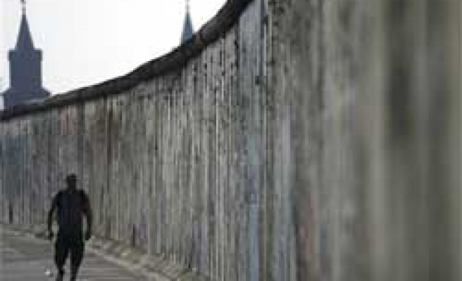 Germany Struggles to Save Berlin Wall