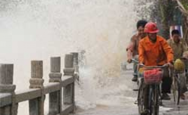 Killer Storm Moves to Southern China