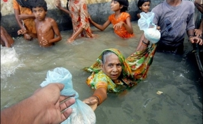 South Asia floods toll passes 2,000 mark