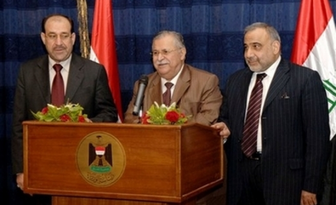 Hundreds of intellectuals urge Iraqi gov't to delay oil law