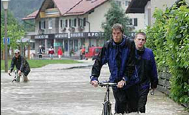 Two dead in German floods, shipping halted on Upper Rhine