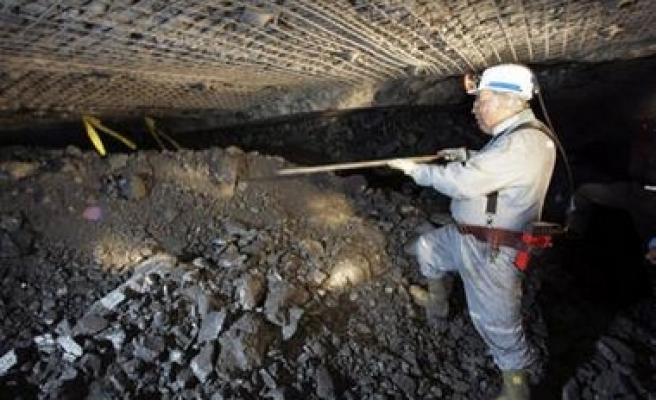 No sign of life from trapped miners, but hope remains