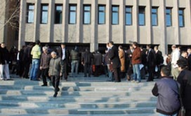 Bomb blast hits Ankara court house, no casualties