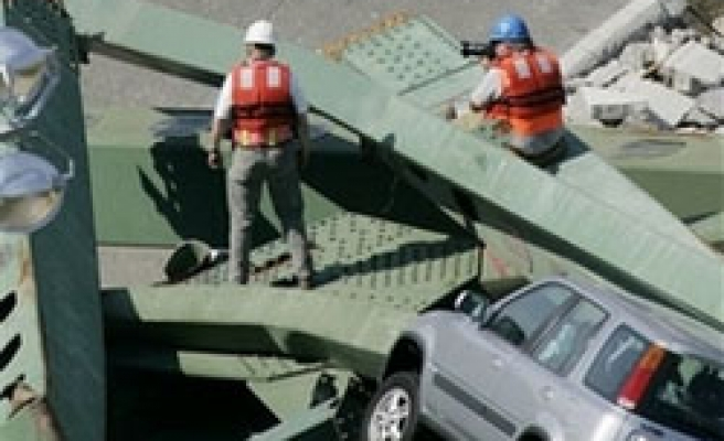 Divers find another body at Minn. bridge