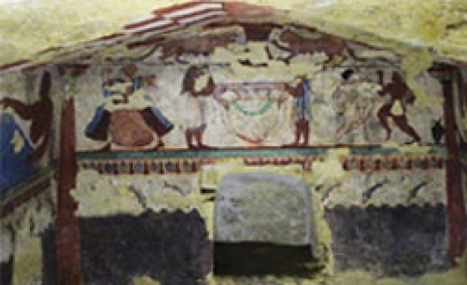 Intact 2,000-year old Etruscan tomb discovered