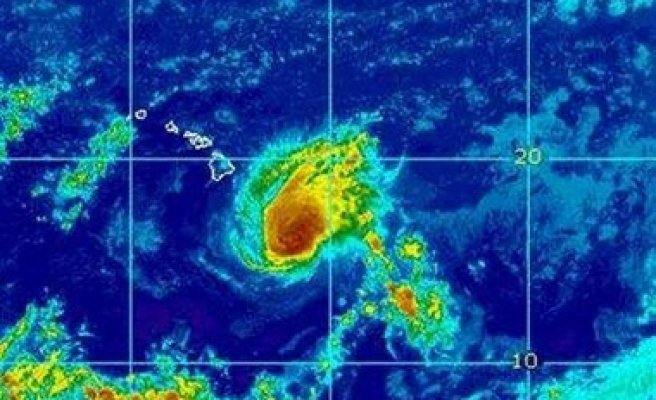 Hawaii's Big Island braces for Hurricane Flossie