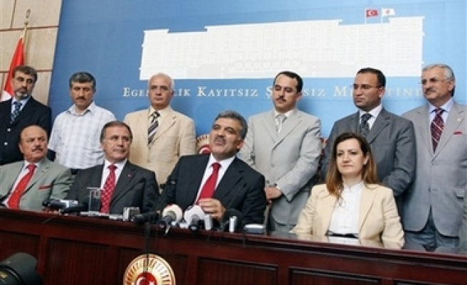 Gül submits petition for presidential candidacy