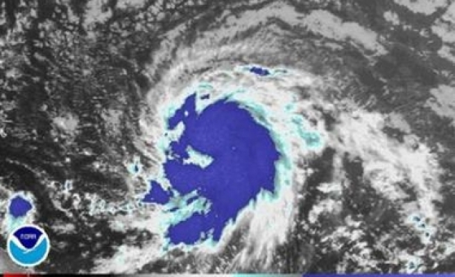 First hurricane of 2007 season forms in Atlantic