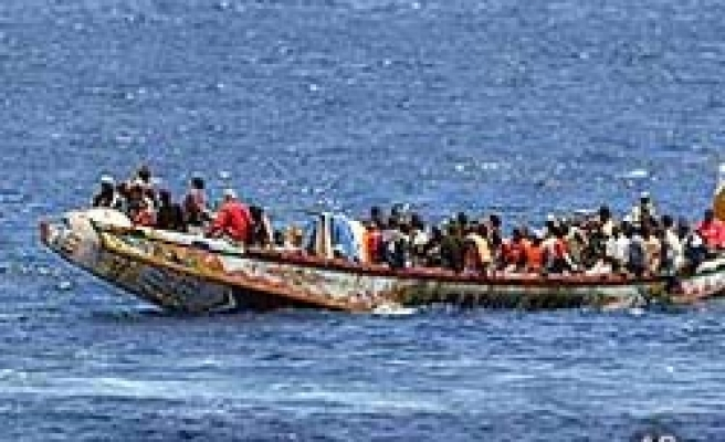 Boat carying migrants sinks in Turkish city