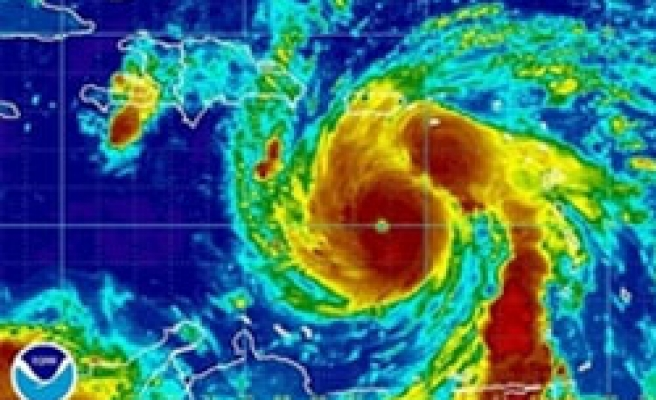 Hurricane Dean seen becoming deadly Category 5