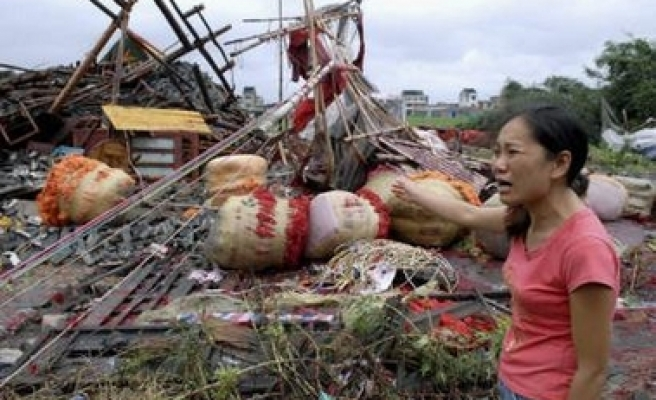 Typhoon forces a million Chinese from homes