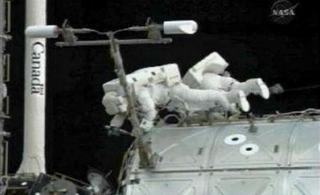 Space shuttle leaves station early to beat storm