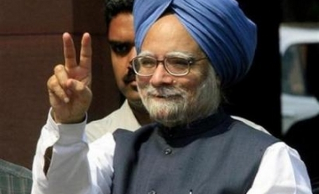 India faces 'unbearable' oil bill, nuclear a must: PM