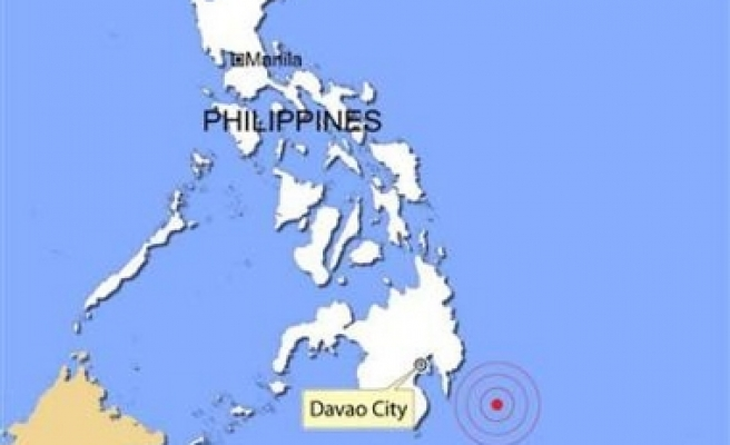 Strong quake hits Philippines