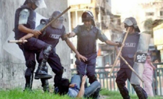 Curfew in Dhaka after students clashes leave 400 injured