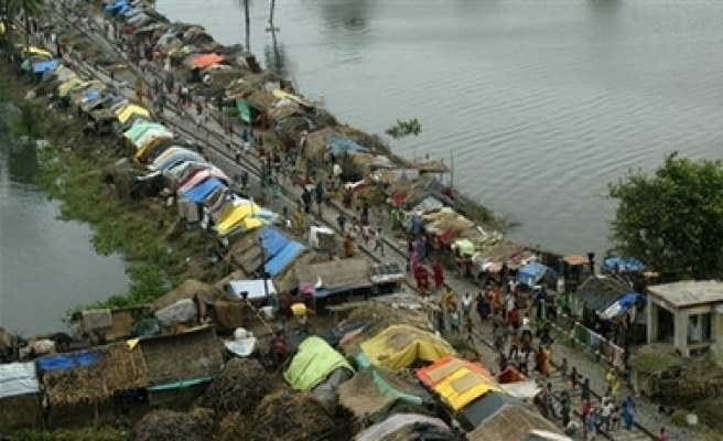 Policeman drowns two girls in India for stealing firewood