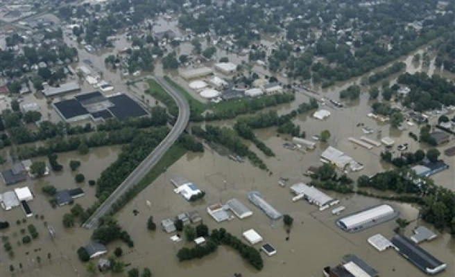Over 1,000 displaced by US Midwest flooding