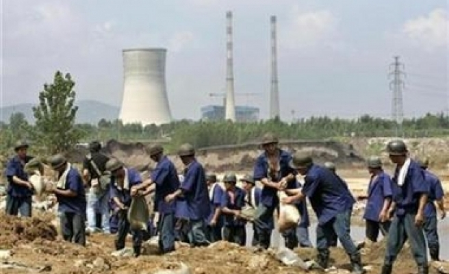 Fresh mine flood adds to China's missing miners