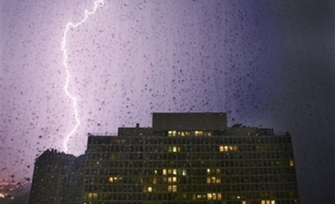 Chicago storms leave 300,000 without power