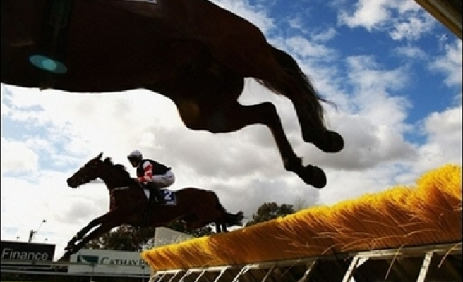 Australia equine flu spreads, more racing banned