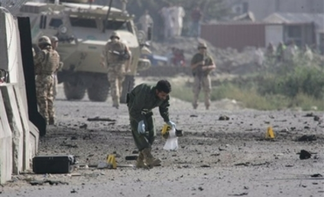 Car bomb rocks Afghan Nato airport