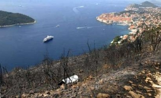 Croatia fire kills 6 people, hurts 7