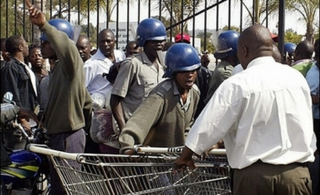 Police officers arrested over diamond bribes in Zimbabwe
