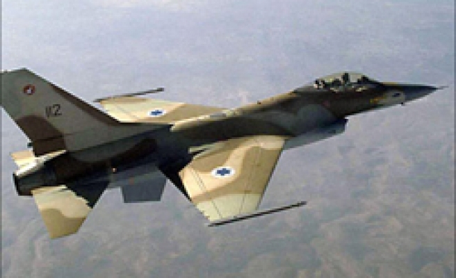 Israeli jets 'bomb' Syrian target, violating airspace
