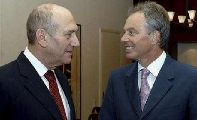 Olmert does 'not know' of jets entering Syria
