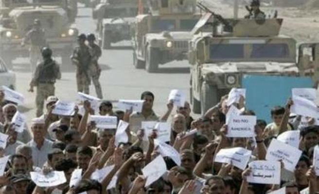 Baghdad neighbors protest over US dividing wall / PHOTO