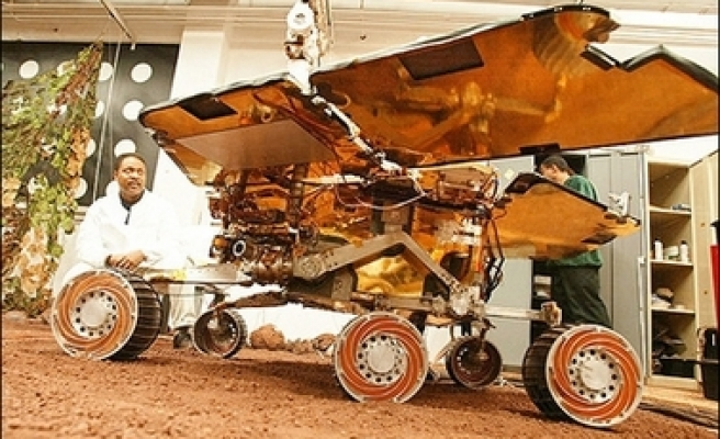 Mars rovers resume mission after surviving dust storms