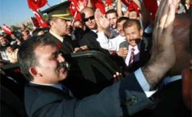 President Gül's first visit abroad to Turkish Cyprus