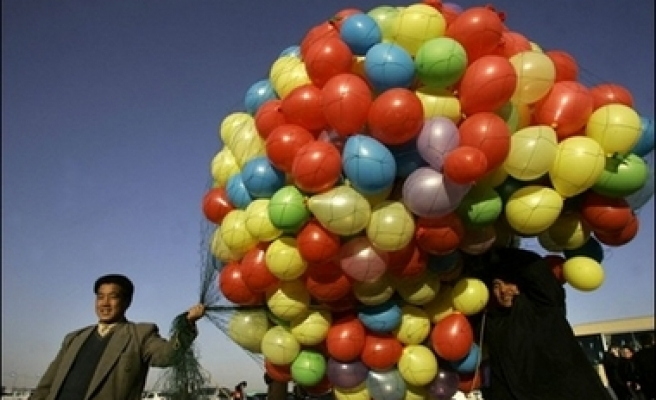 Exploding balloons injure over 60 students in China
