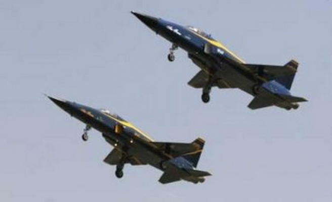 Iran tests new homemade fighter jets / PHOTO
