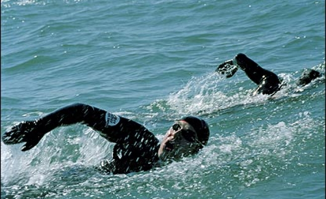 1,400 athletes to swim in cross-continental race