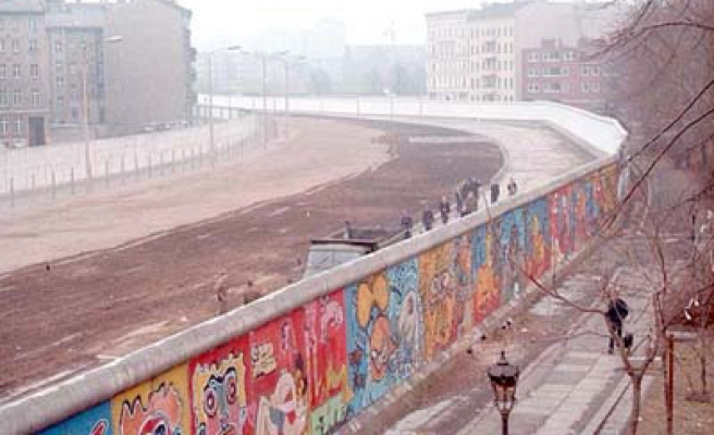 Don't tear down our wall, Berliners plead