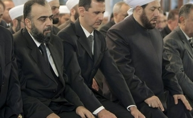 Syria's Assad makes rare appearance in Damascus mosque