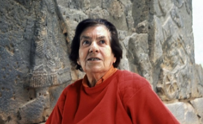 Turkey mourns archeologist and olympian Halet Cambel