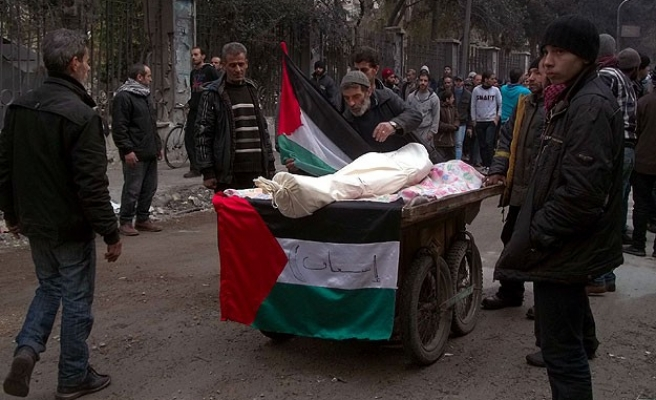 Body of starved man carried on pushcart in Yarmouk