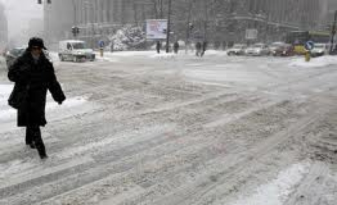 Heavy snow strands scores of people in north Serbia