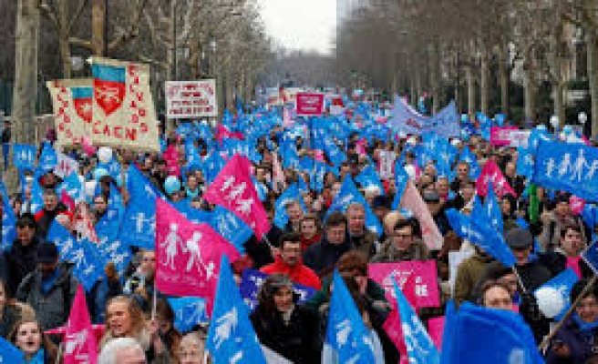 French gay marriage protest draws thousands
