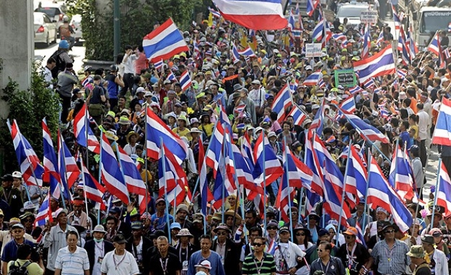 Thai protesters head for downtown Bangkok
