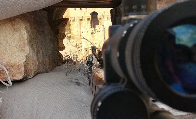 Syrian rebels blow up Assad forces' HQ in Aleppo